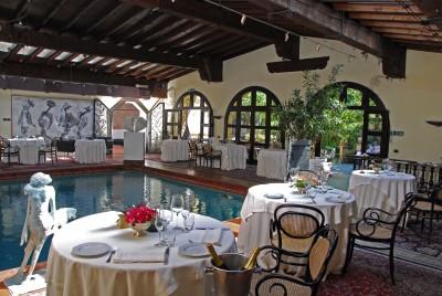 Ristorante IL Bottaccio: Tavoli ristorante bordo piscina